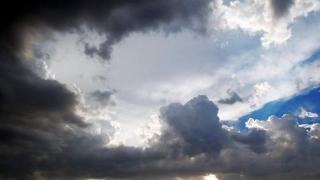 Scăderi ale temperaturilor! Înnorări și ploi locale