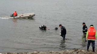 ISU Constanța în alertă: Scafandrii caută un bărbat pe lacul Oltina!