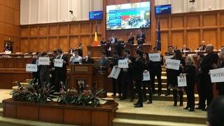 Scandal monstru în Parlament: USR a blocat lucrările în Camera Deputaților