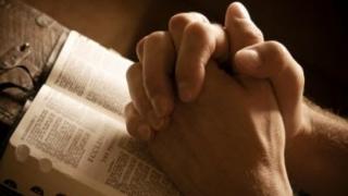 """Șocant! Biserica schimbă rugăciunea """"Tatăl Nostru"""""""