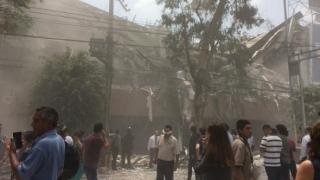 Operațiuni de salvare dramatice în Mexic, după seismul care a făcut 237 de morți