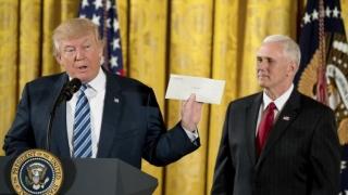 """Trump evocă """"magnifica scrisoare"""" lăsată de Obama"""