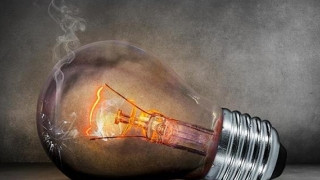 Electricitatea se scumpește cu 40%. Nimeni nu-nțelege de ce!