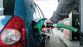 Carburanţii s-au scumpit din nou! Transportatorii amenință cu proteste
