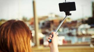 Selfie-urile te urâțesc! Vezi care este soluția!