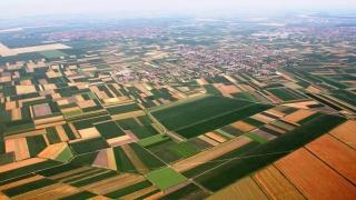 Serbia nu mai vinde terenuri la străini