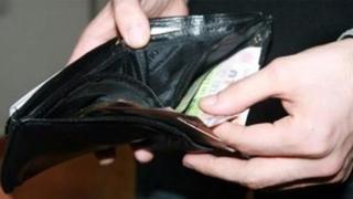 Se scumpesc: electricitatea, carburanţii, alcoolul şi ţigările
