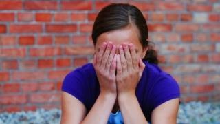 Șocant! Tatăl vitreg a făcut sex cu fiica de 13 ani!