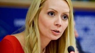 Cine este eurodeputata româncă inclusă într-un top al celor mai sexy politiciene din lume