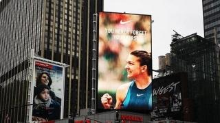 Nike a pus imaginea Simonei Halep pe o clădire din centrul New York-ului