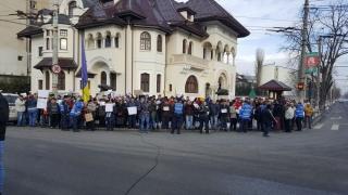 Simpatizanții PSD protestează... anti-Iohannis