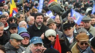 Militarii în rezervă au protestat în Piața Victoriei privind calculul pensiilor