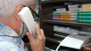 Singurătatea e tăcere?! Motivul pentru care sună bătrânii la Telefonul Vârstnicului