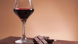 Dietă?! Slăbește cu ciocolată și vin