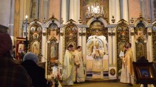 """Papa Francisc a aprobat modificarea rugăciunii """"Tatăl Nostru"""" pentru slujbele catolice"""