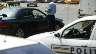 Ia-ți permis de conducere, că mă pui în pericol pe stradă!