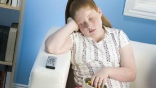 Diete mai sănătoase cu ajutorul unui somn mai îndelungat?