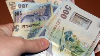 Comisar de la Protecţia Consumatorului, reţinut pentru că a primit bani să nu amendeze firme