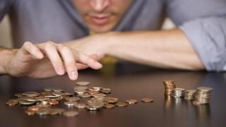 Straniu şi îngrijorător! Ce se întâmplă cu salariile românilor