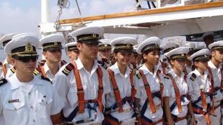 Studenţii Academiei Navale, la deschiderea anului universitar, în Piața Ovidiu