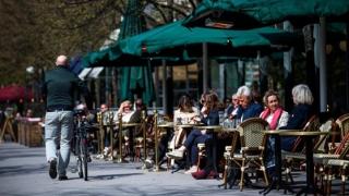 Economia Suediei se prăbuşeşte în ritm cu cea din Europa, deşi afacerile au rămas deschise