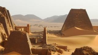 Sudanul are mai multe piramide decât Egiptul, dar nu are turism!