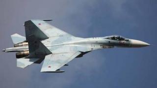 Bombardier american urmărit de un avion rusesc deasupra Mării Negre