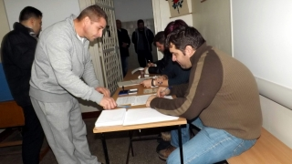 Sute de deținuți de la Poarta Albă vor să voteze duminică