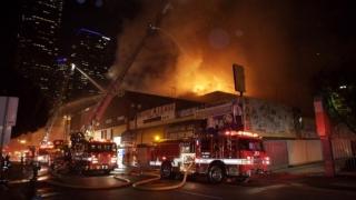 Sute de oameni, evacuați în urma celui mai mare incendiu din Los Angeles