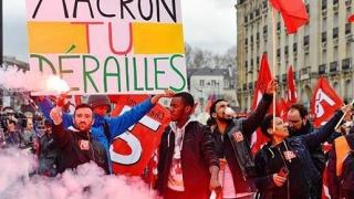 Sute de răniţi în protestele din Franţa! Mărirea taxelor la combustibil a scos oamenii în stradă!