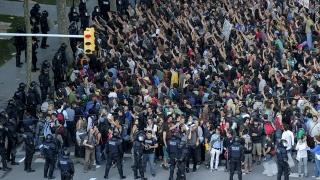 Spaniolii au manifestat la Bercelona pentru primirea refugiaților