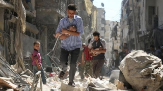 """""""Tăcere internaţională"""" în faţa tragediei! 60 de copii morţi într-un bombardament"""