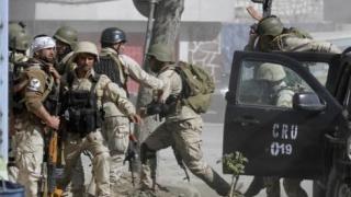Cel puţin 6 membri ai serviciilor secrete afgane, ucişi într-un atac cu maşină-capcană