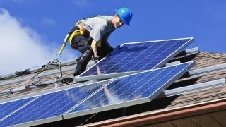 Ţară, ţară, vrem instalatori de panouri fotovoltaice