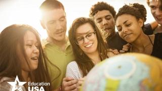 Târg online de universități. Participă 125 de instituții de învățământ din SUA