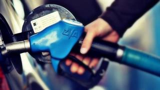 """Românii, """"arși"""" de taxele la carburanți"""