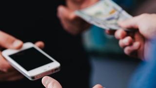 Un smartphone second-hand se vinde online în 12 zile