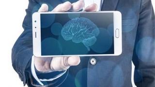 Telefon cu inteligență artificială? Poate ține mai mult bateria!