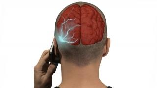 Telefonul mobil poate produce cancer! Un tribunal italian a recunoscut asta!