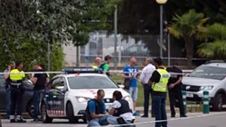 Teroare în Barcelona! Polițiști împușcați cu o armă AK-47