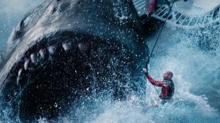 """The Meg"" - Jason Statham şi un rechin preistoric au scos americanii din case"