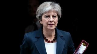 """Theresa May a """"îmbrăcat constituţia britanică cu o vestă sinucigaşă şi i-a predat UE detonatorul"""""""