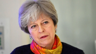 Theresa May își remaniază cabinetul