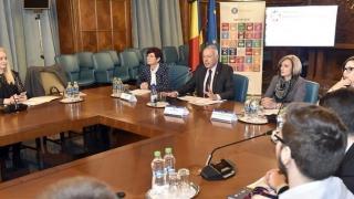 Tinerii, încurajați să se implice în dezvoltarea durabilă a României