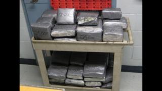 Tirist român arestat când transporta cocaină de 1,8 milioane de euro