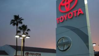 Toyota recheamă peste un milion de maşini hibrid de pe mai multe continente