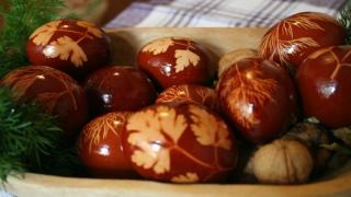 Tradiţii: balamale unse cu usturoi. Cine doarme joi e leneş tot anul
