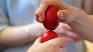 A doua zi de Paşte: LUNEA ALBĂ. Tradiţii şi obiceiuri. Cum se ciocnesc ouăle