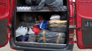 Micul trafic de frontieră: Articole de îmbrăcăminte contrafăcute descoperite de vameșii de la Ostrov