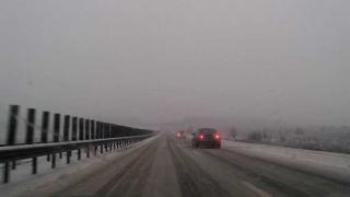 Trafic în condiții de iarnă, pe unele tronsoane ale Autostrăzilor A1, A2 și A3